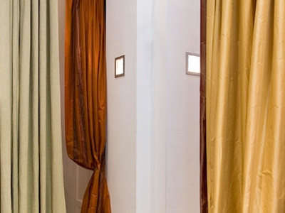 Plain silk curtains in Venezia with inserts