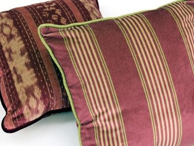 Cushions in printed velvet