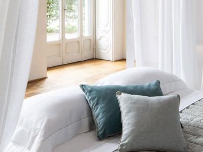 Quilted linen throw cm. 180x180 bordered in velvet
