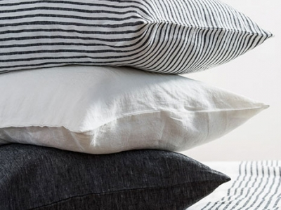 Bedsheets in black and white striped linen