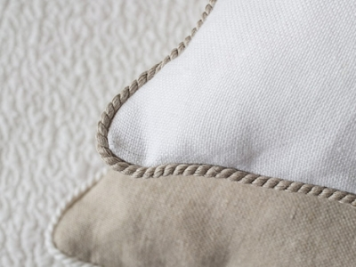 Decorative cushions in 100% linen