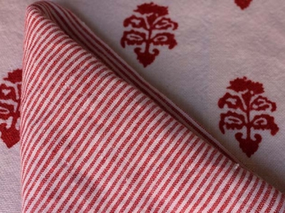 MOMa carciofino scarlet and napkins in Laveno 1000righe