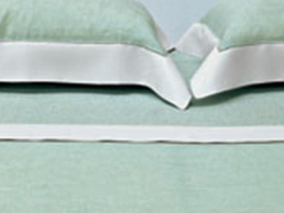 Bed sheets with border in contrast and ajour