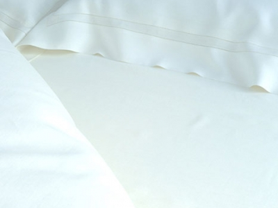 White bedsheet with double ajour